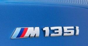 BMW 1 serie F20 en F21 M135i logo origineel BMW